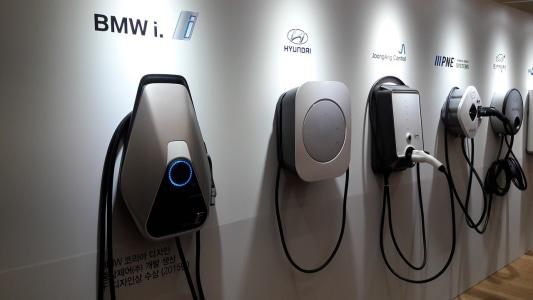 auto-opladen-elektrische-auto.jpg